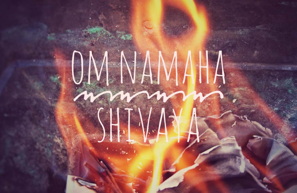 Mantra Om Namaha Shivaya über Feuer